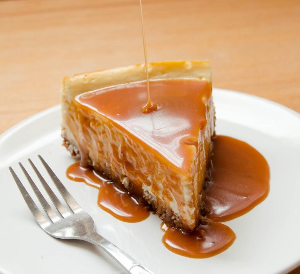 White Chocolate and Caramel Cheesecake} – Cheesecake cu ciocolata ...